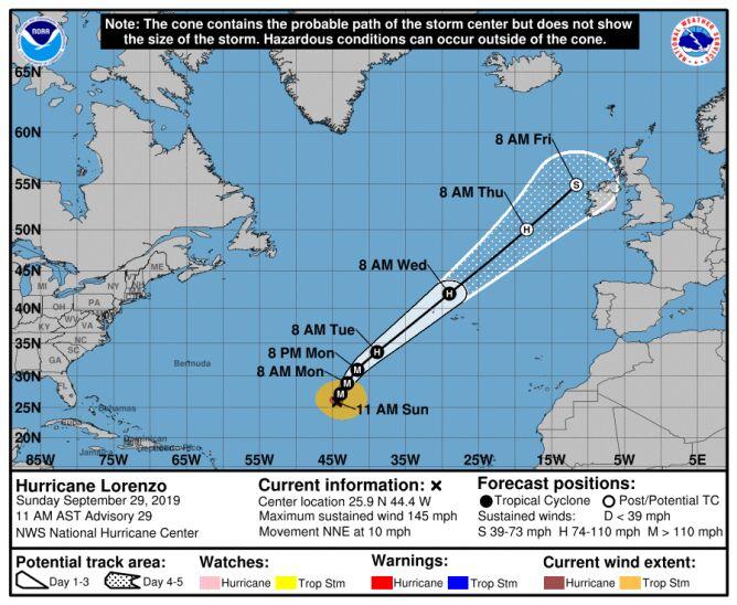 Prognozowana trasa przejścia huraganu Lorenzo (stan na godzinę 19 w niedzielę) (NHC)