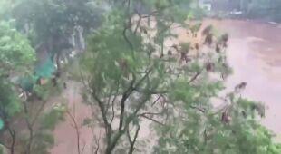 Cyklonowi Tauktae towarzyszą ulewy i silny wiatr